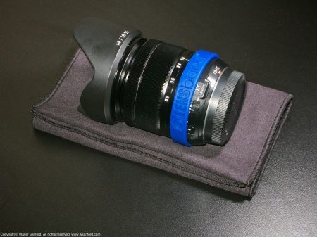 Fujifilm 18-55mm zoom lens plus LENSband (Dark Blue).